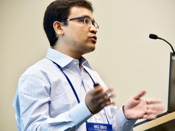 Ali Dewan presenting at HCI 2017