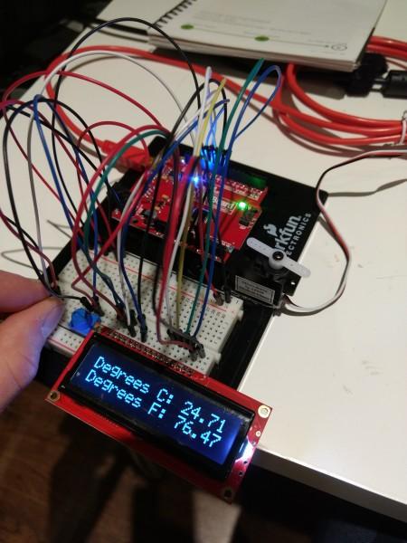 SIK v4.0a - Project 4B Temperature Sensor (warming sensor with hand)